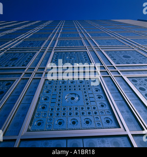 Institut du Monde Arabe, Paris. Detail of south facade. NOT FOR PUBLICATION IN FRANCE. Architect: Jean Nouvel - Stock Photo