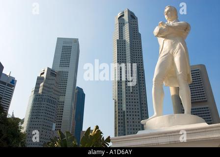 Boat Quay SINGAPORE Statue Sir Stamford Raffles riverside river side Landing Site famous place tourist - Stock Photo