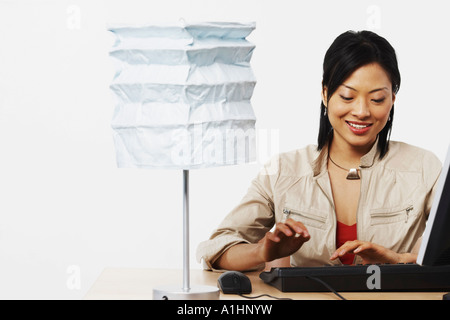Close-up of a businesswoman using a computer - Stockfoto