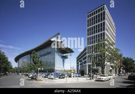 Mercedes benz dealership salzufer germany berlin for Mercedes benz dealership nearby