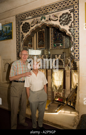 India Rajasthan Jodhpur old city Singhvis Haveli older western couple in traditional shisha room - Stockfoto