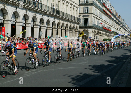 Tour de France leader Lance Armstrong in yellow jersey rides up rue de Rivoli in Paris France with his US Postal - Stock Photo