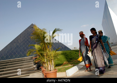 Hired laborers wear traditional Indian clothing at the Infosys Campus in Bangalore in India - Stock Photo