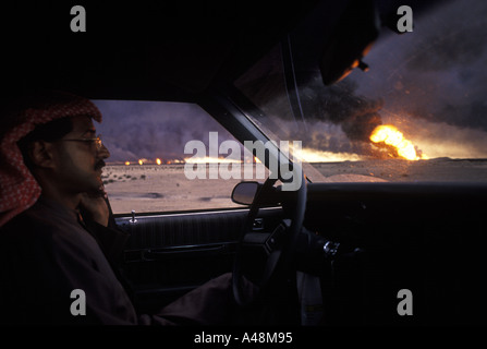 oil fires near the iraqi border in war torn kuwait 1991 - Stock Photo