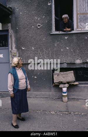 Women talking  - most of the civilians who remain in Grbavica, Serb-controlled  Saravejo,  have no where else to - Stock Photo