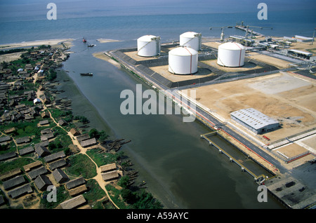 niger delta conflict on the nigerian economy politics essay Oil companies operating in the oil-rich niger delta starting in january 2006 with the kidnap-  oil and conflict in nigeria: background  oil conflict and .
