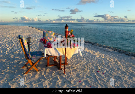 Candle-light dinner at the beach of Sun island, Maledives - Stockfoto