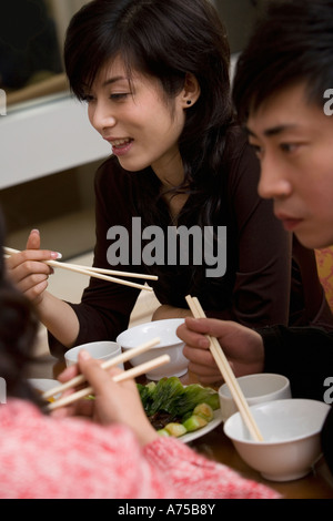 Family eating with chopsticks - Stockfoto