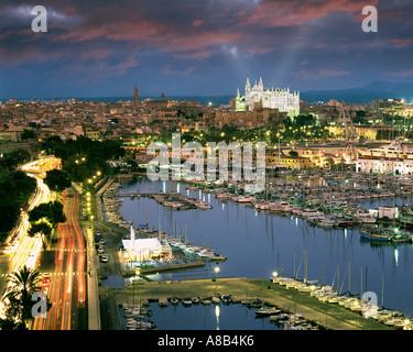 ES - MALLORCA:  Harbour and  La Seu Cathedral at Palma de Mallorca - Stock Photo
