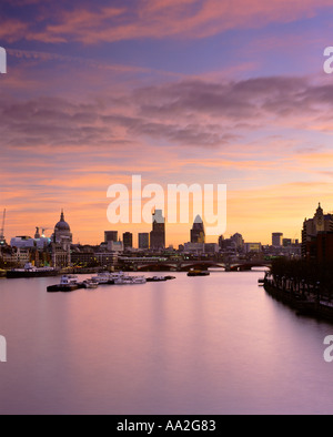 UK LONDON VIEW OVER RIVER THAMES TO CITY SKYLINE AND FINANCIAL DISTRICT - Stock Photo