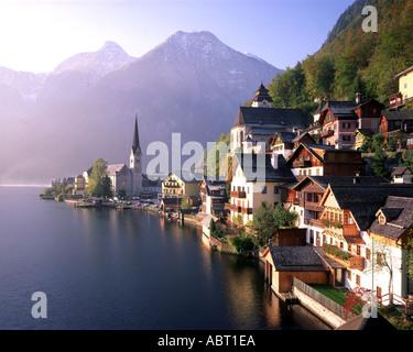 AT - UPPER AUSTRIA: Hallstatt town and Lake Hallstatt - Stock Photo