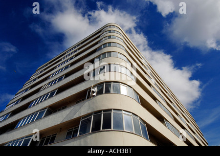 The newly restored Grade 11 listed Art Deco apartment building Embassy Court - Stock Photo