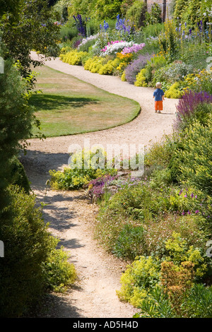 Boy on path Waterperry Gardens - Stockfoto
