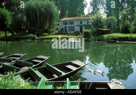 A house in the marais Poitevin des Deux Sevres - Stock Photo
