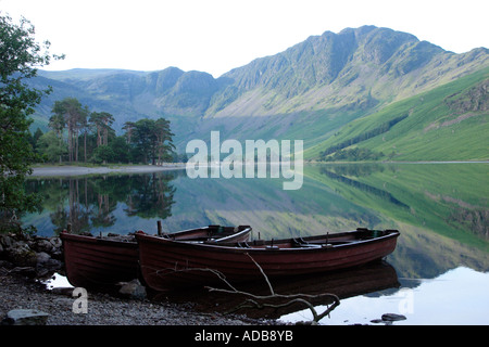 Rowing boats on Buttermere Lake District 2 - Stockfoto