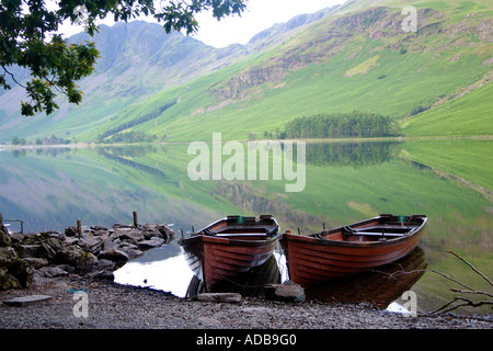 Rowing boats on Buttermere Lake District 1 - Stockfoto