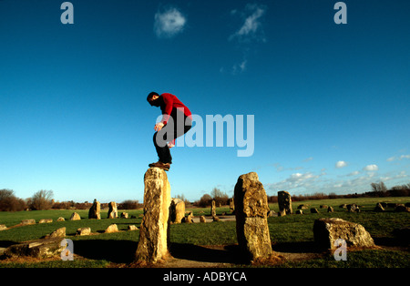 PICTURE CREDIT DOUG BLANE Doug Blane practicing Le Parkour freerunning at the stone circle Willen Milton Keynes - Stock Photo