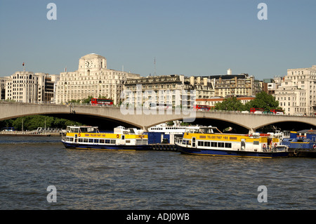 Shell Mex house Savoy hotel and Waterloo bridge beside the River Thames North bank Embankment London - Stockfoto