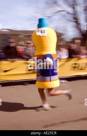 PICTURE CREDIT DOUG BLANE Runner running as a bottle of high energy drink in the Nike Milton Keynes half marathon - Stock Photo