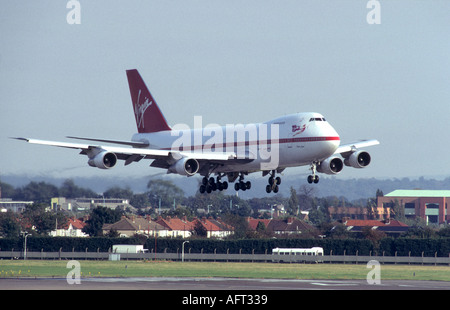 Boeing 747-200 of Virgin Atlantic 'Maiden Voyager' about to touch down at London Heathrow.   GAV 2018-59 - Stock Photo