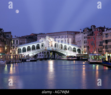 IT - VENICE: Rialto Bridge by night - Stock Photo