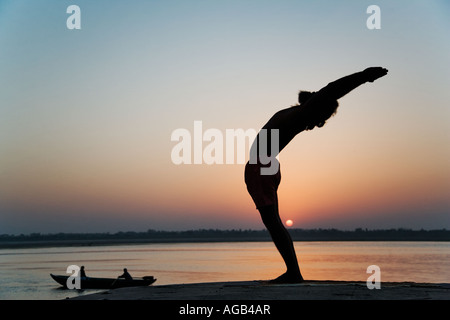 Dr Rakesh Yogi in the hasta utthan asana raised arm yoga posture - Stockfoto