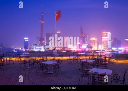 Shanghai Skyline at dusk China - Stockfoto