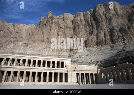 The funerary temple of Queen Hatshepsut at Deir-el-Bahari ...