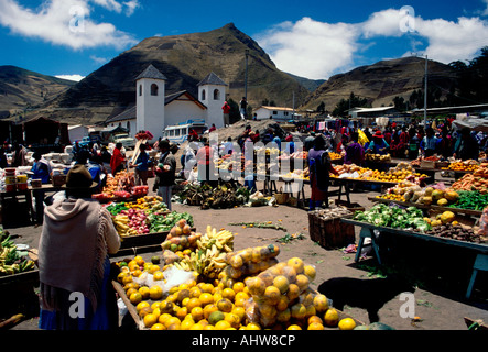 Ecuadorans, Ecuadoran people, fruit and vegetable vendor, Indian market, market day, Zumbahua, Cotopaxi Province, - Stock Photo