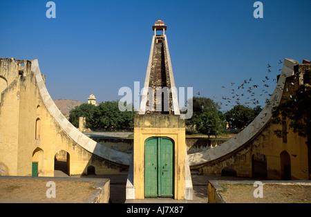 Brihat Samrat Yantra, the Giant Equatorial Sundial, Jaipur Observatory (Jantar Mantar), Jaipur Rajasthan, India - Stockfoto