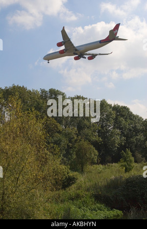 Airplane approaches Heathrow Airport London HOMER SYKES - Stock Photo