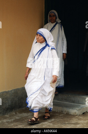 Mother Teresa at her mission for underprivileged people in Calcutta India - Stockfoto