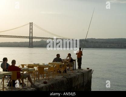restaurant ponto final under bridge vasco de gama in lisbon - Stockfoto