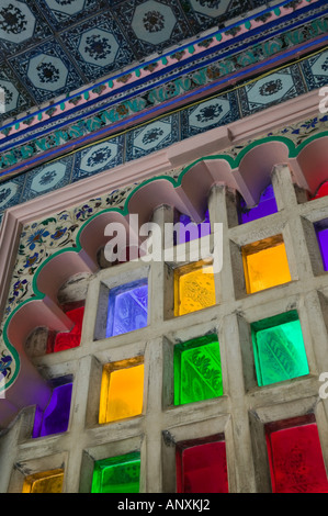 INDIA, Rajasthan, Udaipur: City Palace, the largest Palace Complex in Rajasthan, Stained Glass Windows - Stockfoto