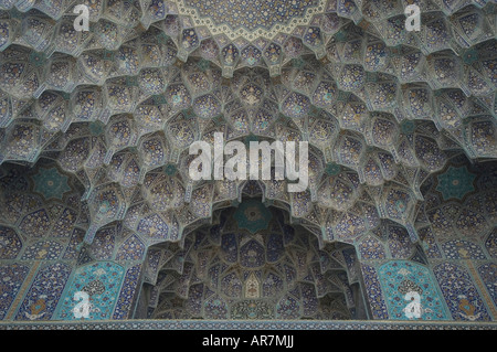 Abstract floral detail of the intricate tile work entrance of the Sheik Lotfallah mosque, Naghsh-i Jahan Square, - Stockfoto