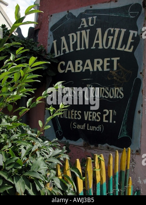 Le Lapin Agile bar restaurant in Montmartre Paris - Stock Photo