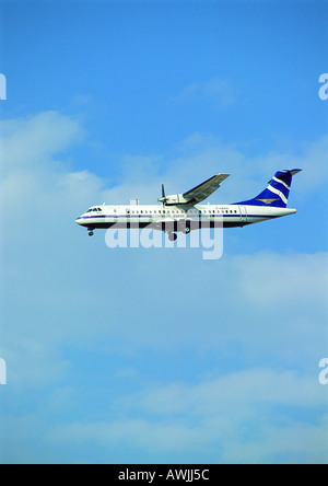 Plane flying, side view - Stock Photo