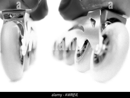 In-line skate, close-up of wheels, b&w. - Stockfoto