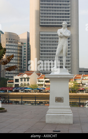 Statue of Sit Stamford Raffles at Raffles landing site, Boat Quay, Singapore, South East Asia - Stock Photo