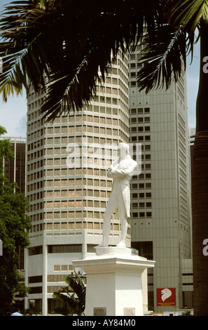 Singapore Statue of Sir Stamford Raffles on North Boat Quay - Stock Photo