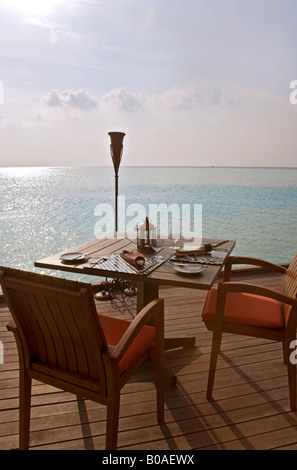Table set for dinner at Anantara Resort, Maldives - Stockfoto