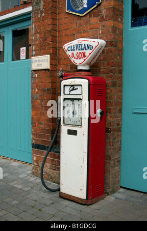 Old Fashioned Petrol Pump - Stockfoto