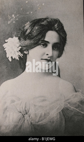 Gorgeous young woman in black and white in 1910 - Stock Photo