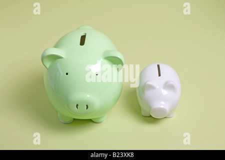 two piggy banks, one large and one small - Stockfoto