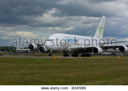 Airbus A380 taking off Farnborough 2008 - Stock Photo