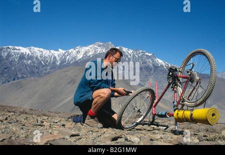 Doug Blane mountain biking around the Annapurna circuit in Himalayan Kingdom of Nepal Nepalese Himalayas - Stock Photo
