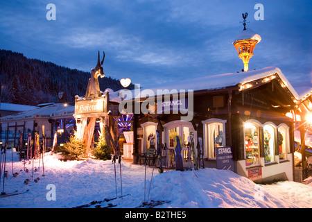 winter sports sport skiing apres ski bar mountain station grap sogn stock photo royalty free. Black Bedroom Furniture Sets. Home Design Ideas