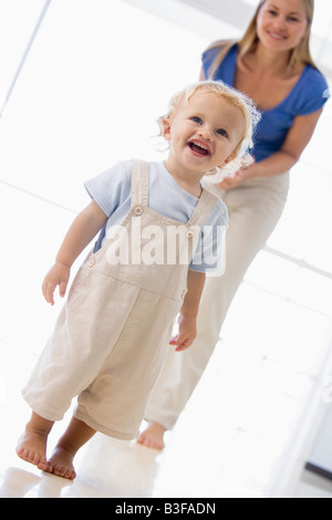 Mother and son indoors smiling - Stockfoto