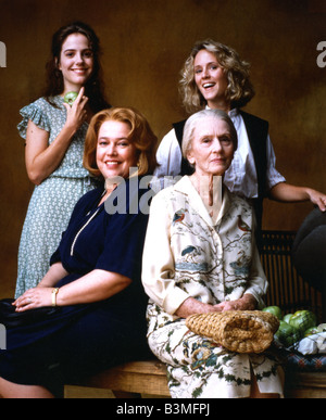 FRIED GREEN TOMATOES AT THE WHISTLE STOP CAFE 1991 Rank film with at front Cathy Bates at left  and Jessica Tandy - Stock Photo
