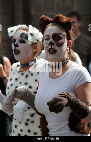 Street theatre in the Edinburgh Fringe - Stock Photo